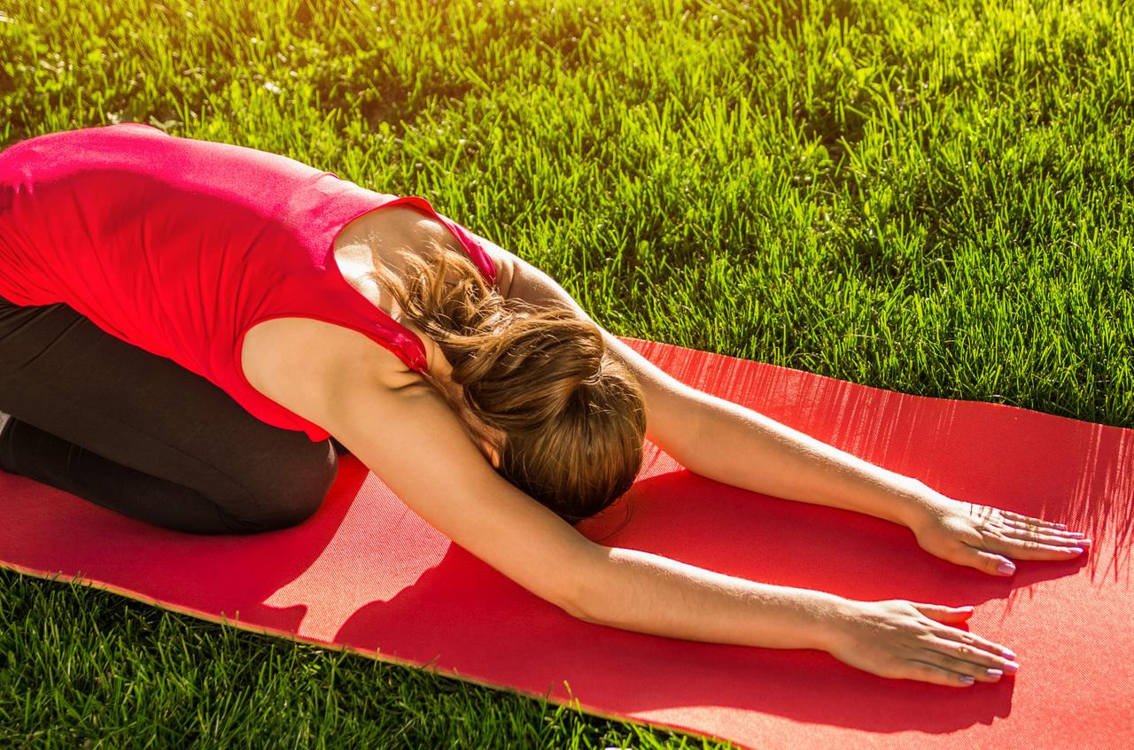Mindfulness Århus, kvinde laver yoga
