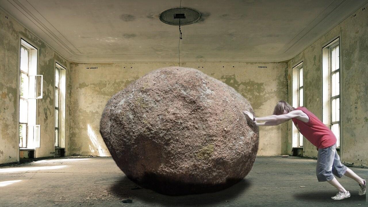 Kognitiv terapi Århus, mand flytter kæmpe sten